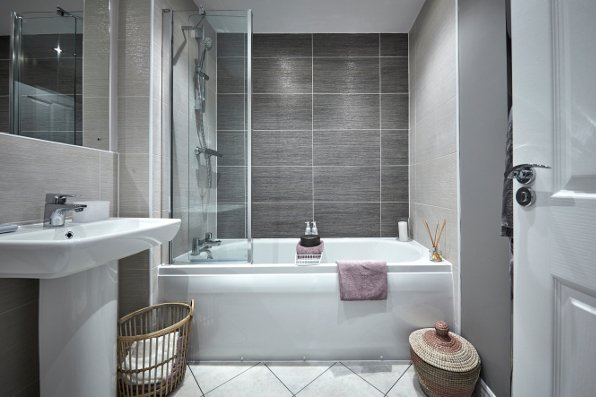 Beautiful bathrooms taylor wimpey for Beautiful bathrooms