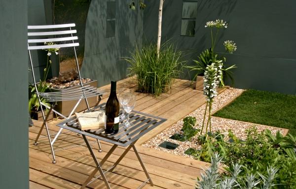 IStock_000001977281_Large   Urban Garden   Web