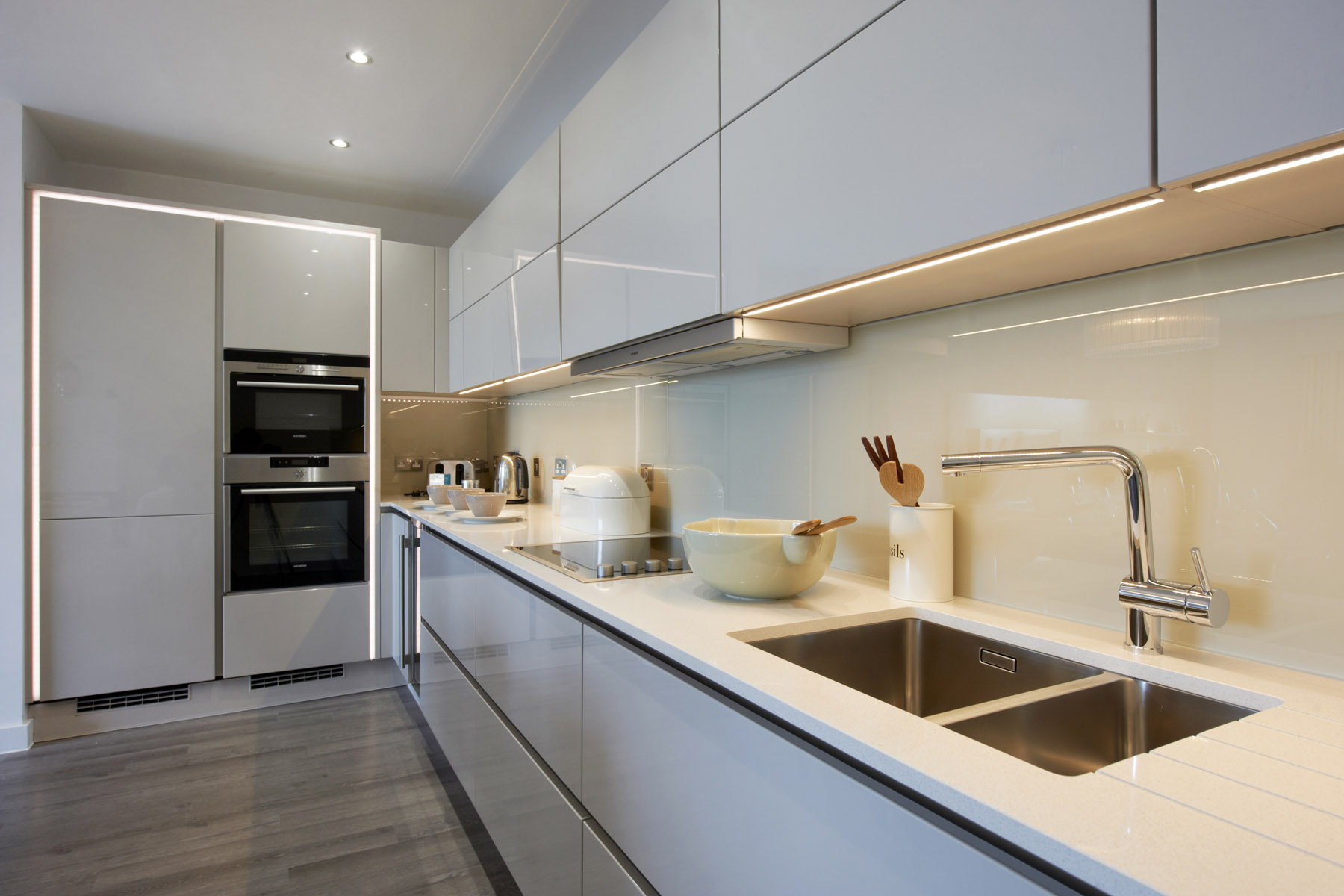 3 Bed Apt Kitchen. 5 bed houses   Plots 275   276   Taylor Wimpey