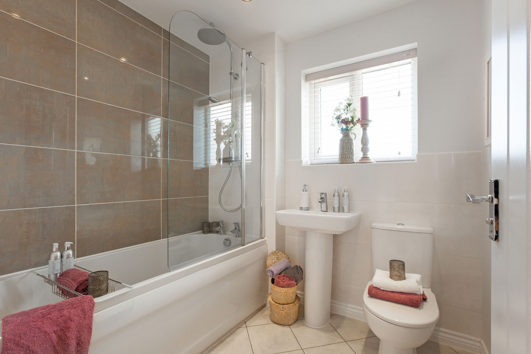 Heydon taylor wimpey for Show home bathrooms