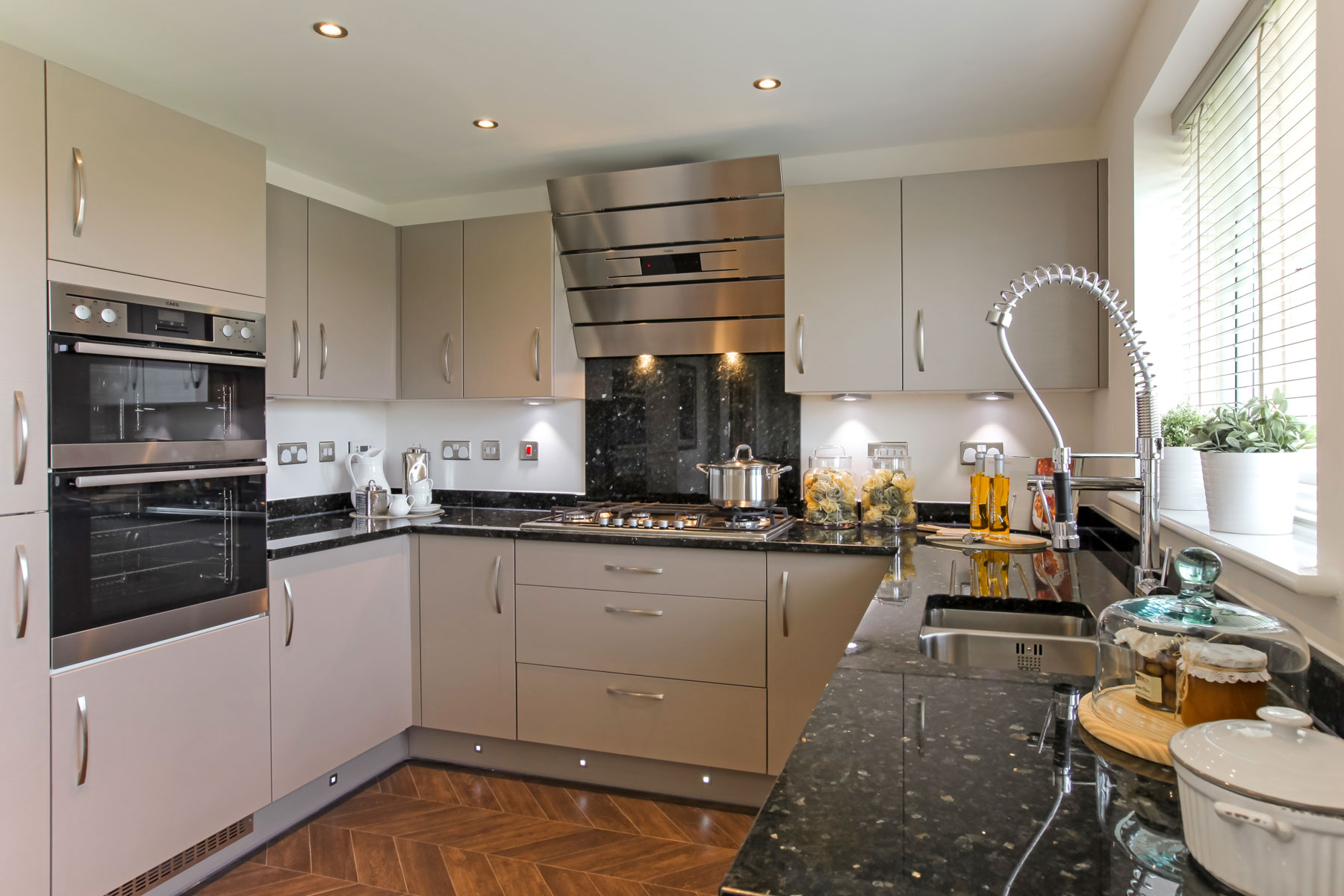The eynsham plot 56 taylor wimpey for Perfect kitchen bramley