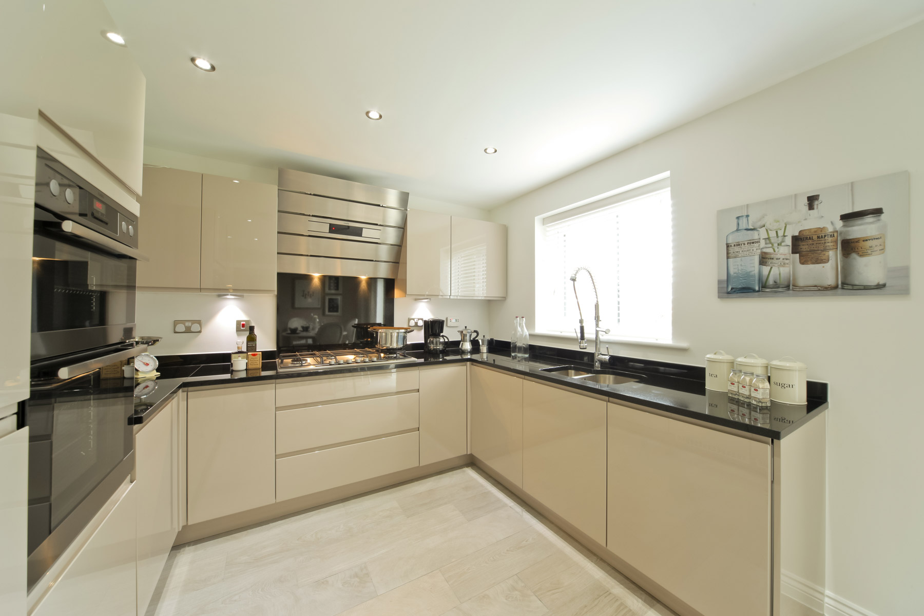 The eynsham at albion lock sandbach taylor wimpey for Perfect kitchen bramley