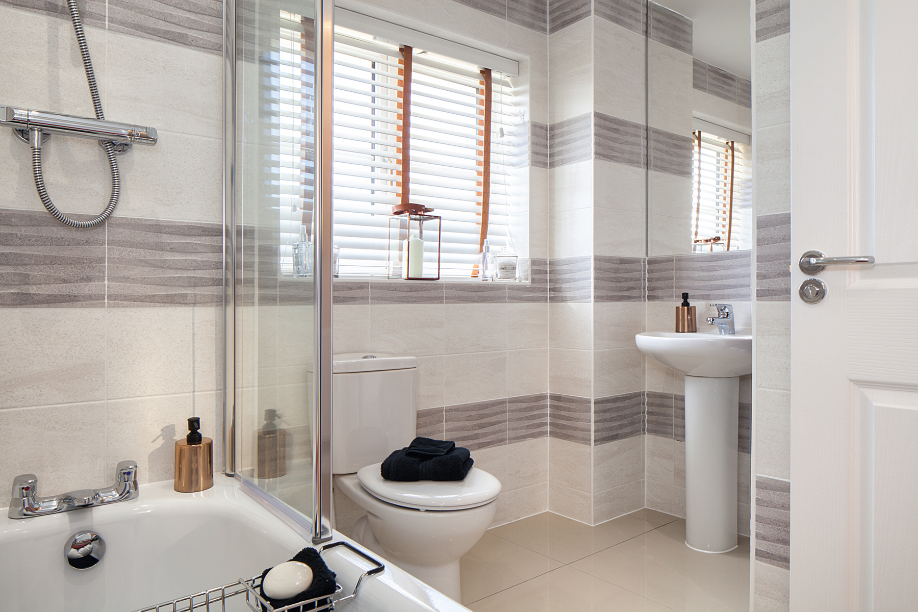 Plot 569 the fig taylor wimpey for Show home bathrooms