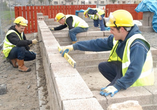 Raploch training bricklayers