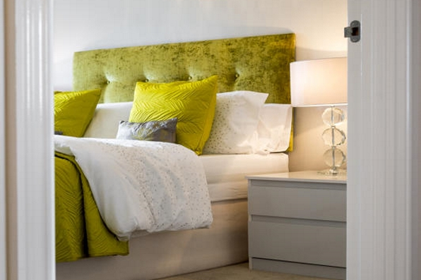 2015 interior design trend - Grey with flashes of colour lime green