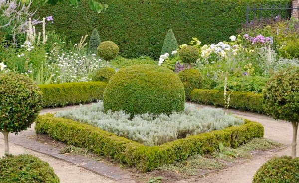iStock_000006590540_Large - Formal Garden - web