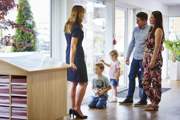 TW_Lifestyle_Family with Sales Executive deciding housetype 3