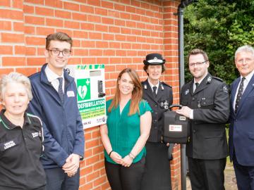 Framlingham gets life saving defibrillator from our East Anglia team
