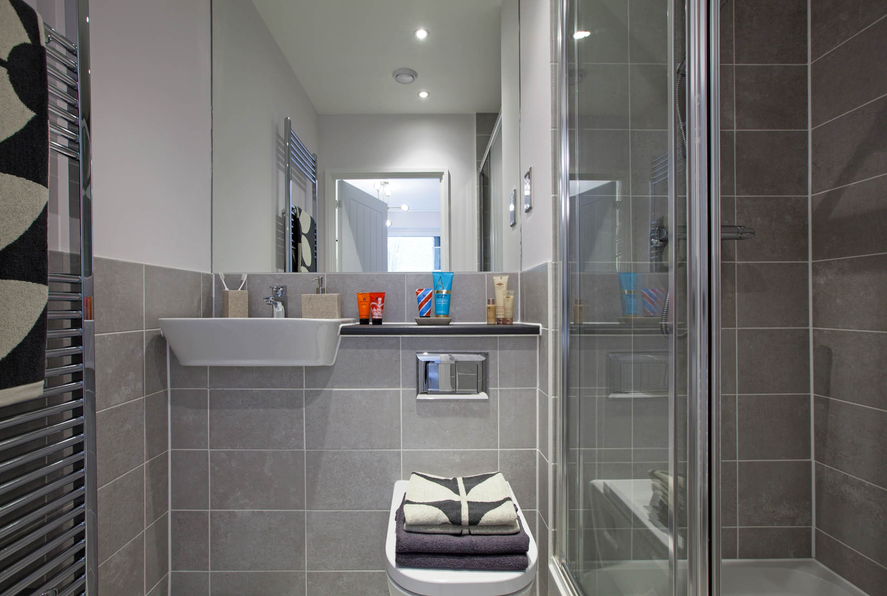 Eclipse show home en suite