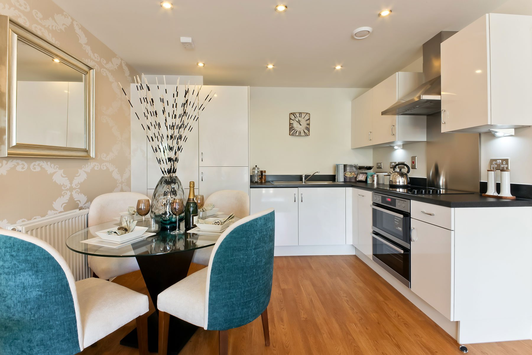 Taylor Wimpey - Typical kitchen/dining room