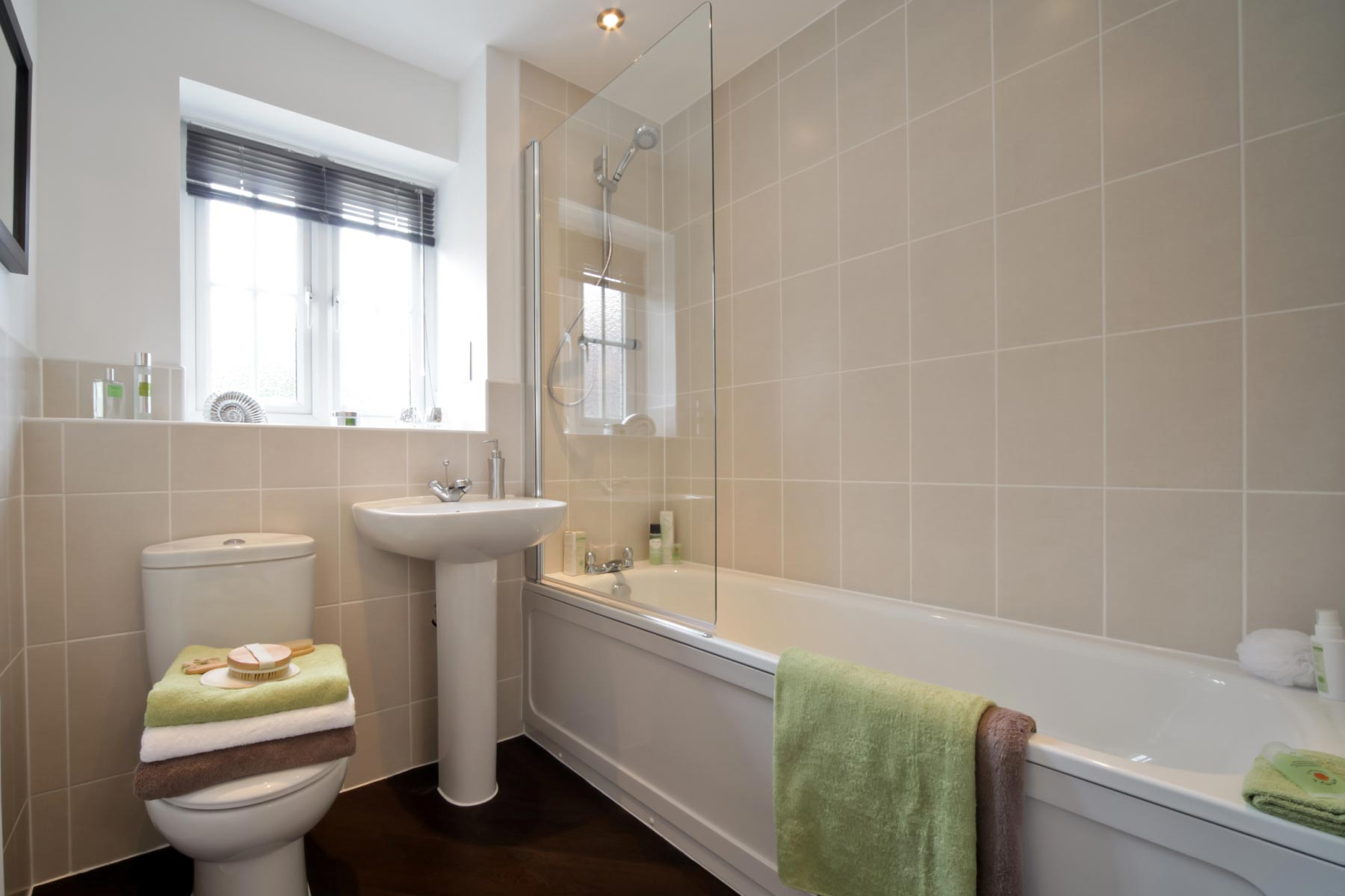 Taylor Wimpey - Typical bathroom