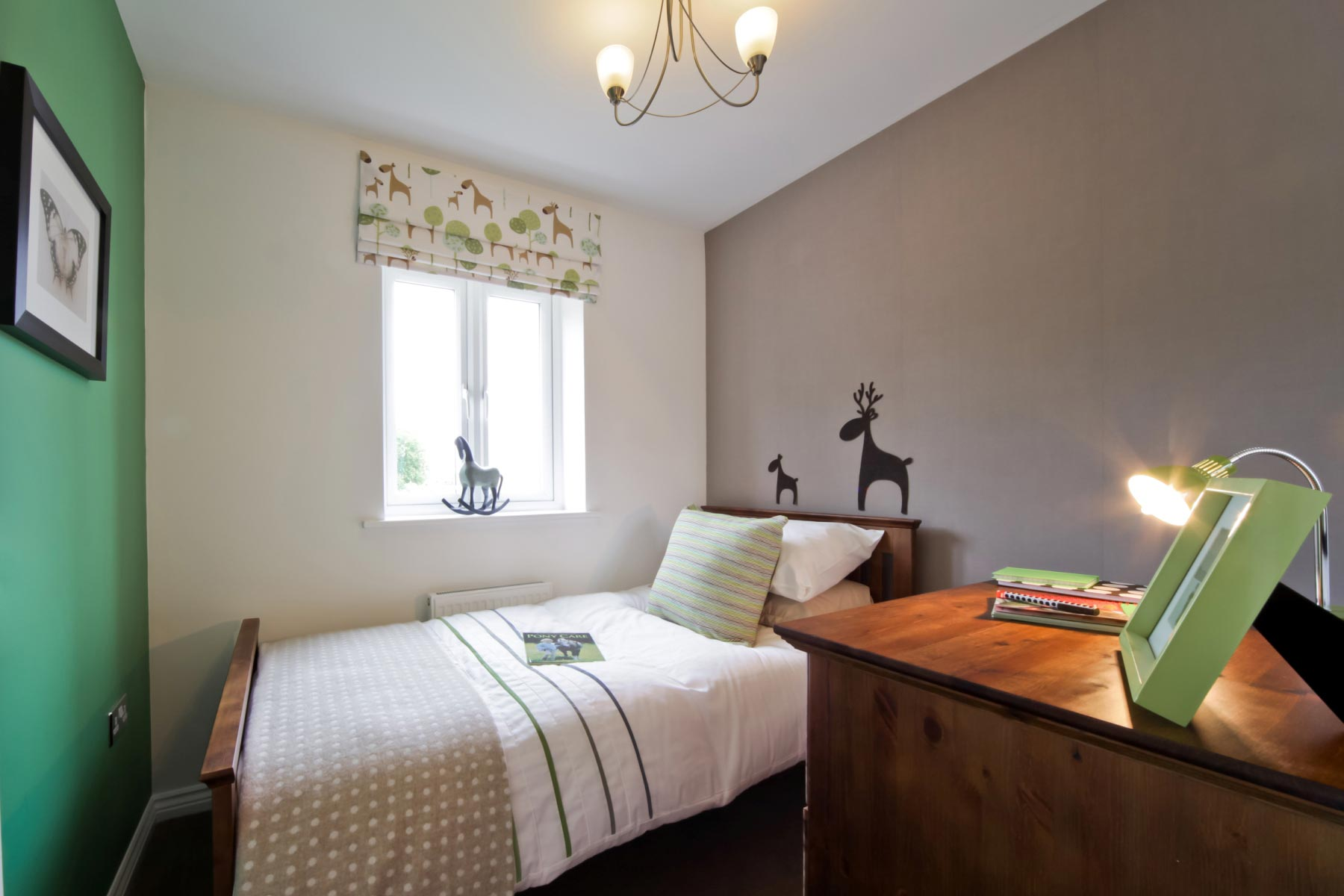 Taylor Wimpey - Typical 3rd bedroom
