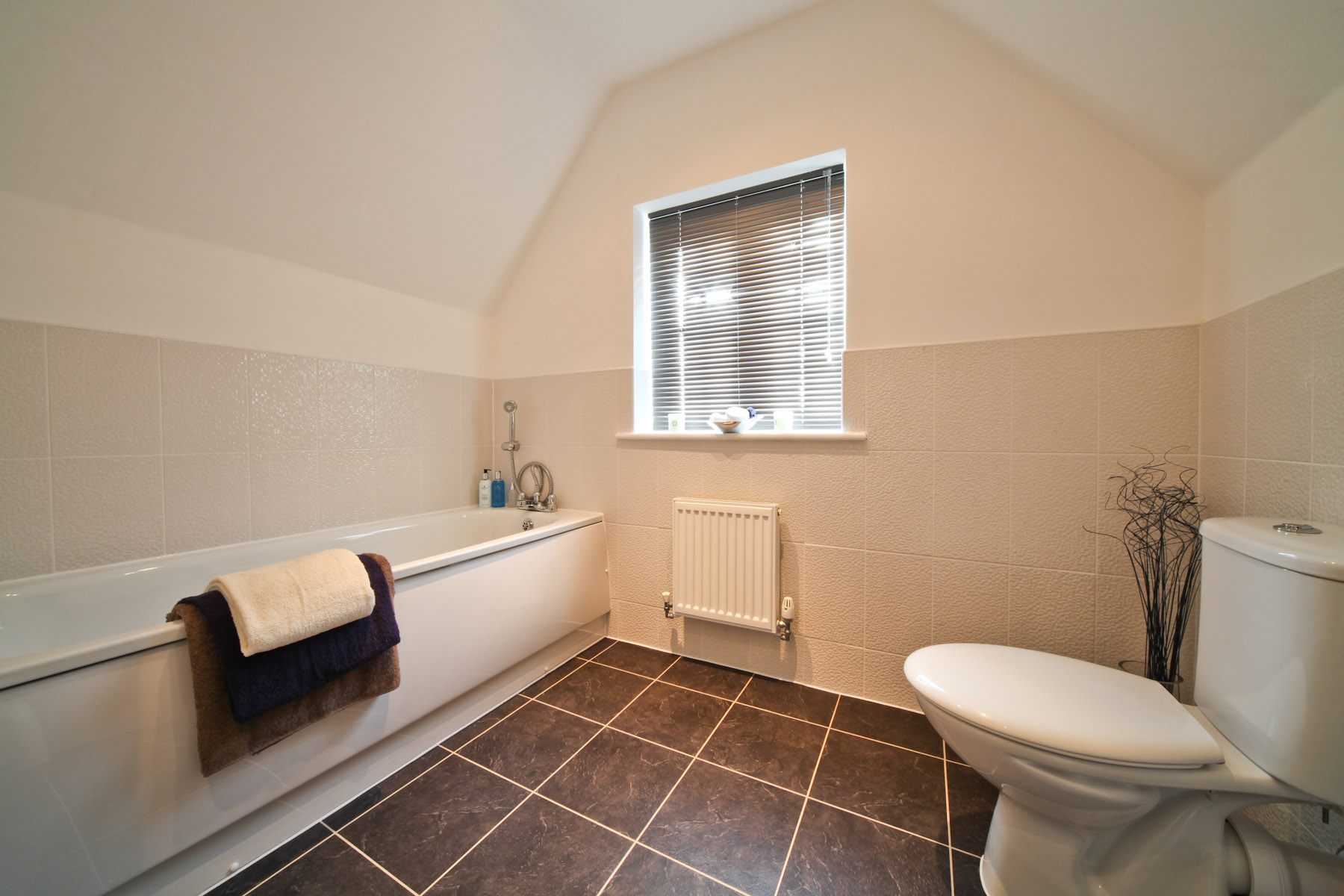 Taylor Wimpey typical bathroom