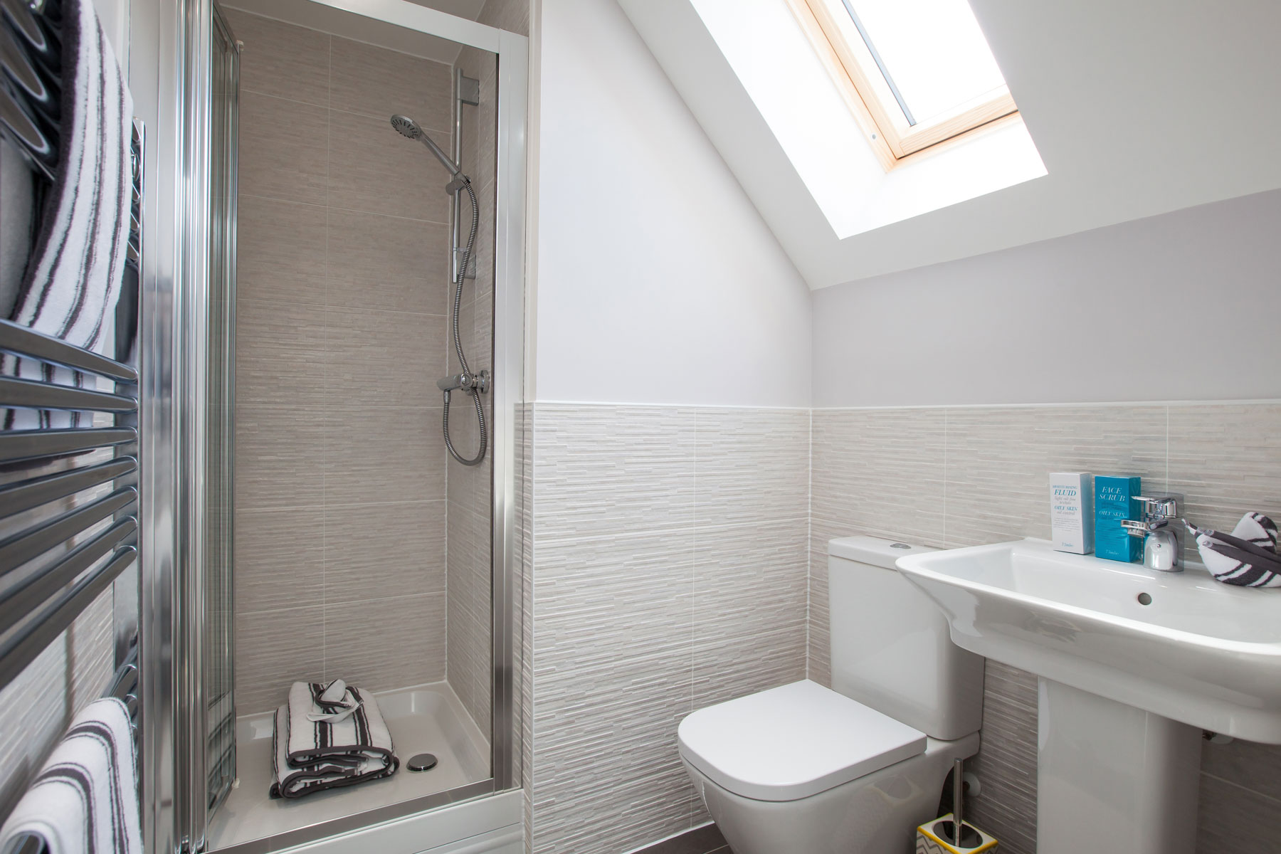 TW East London The Windsor-En suite shower
