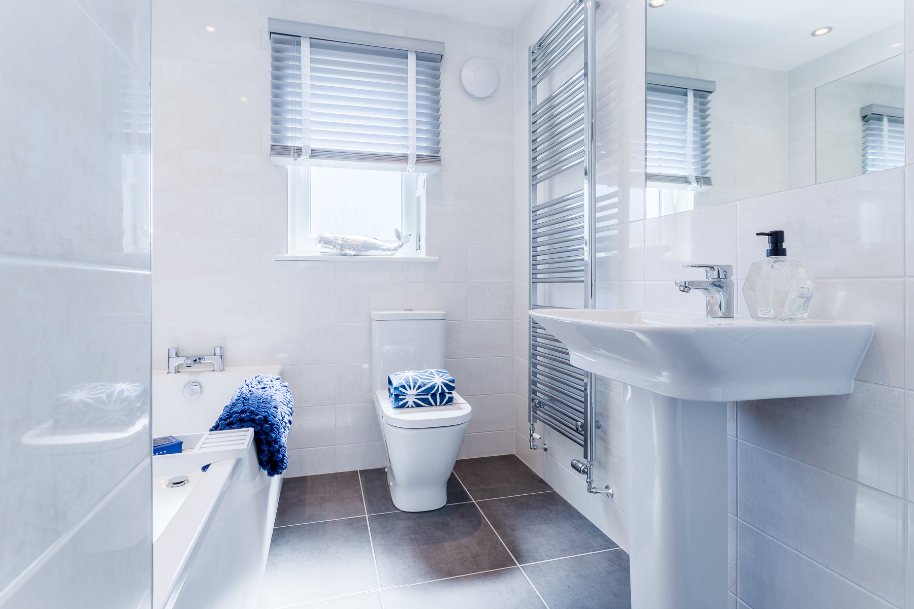 TWES_KinlochGreen_TheStewart_Bathroom_1800x1200