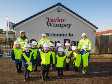 WEB Winchburgh Primary School P2_1 visit to Seton Park - 070217