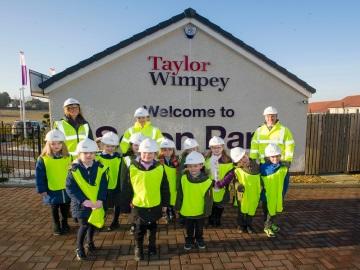 WEB Winchburgh Primary School P2_1 visit to Seton Park - 070217