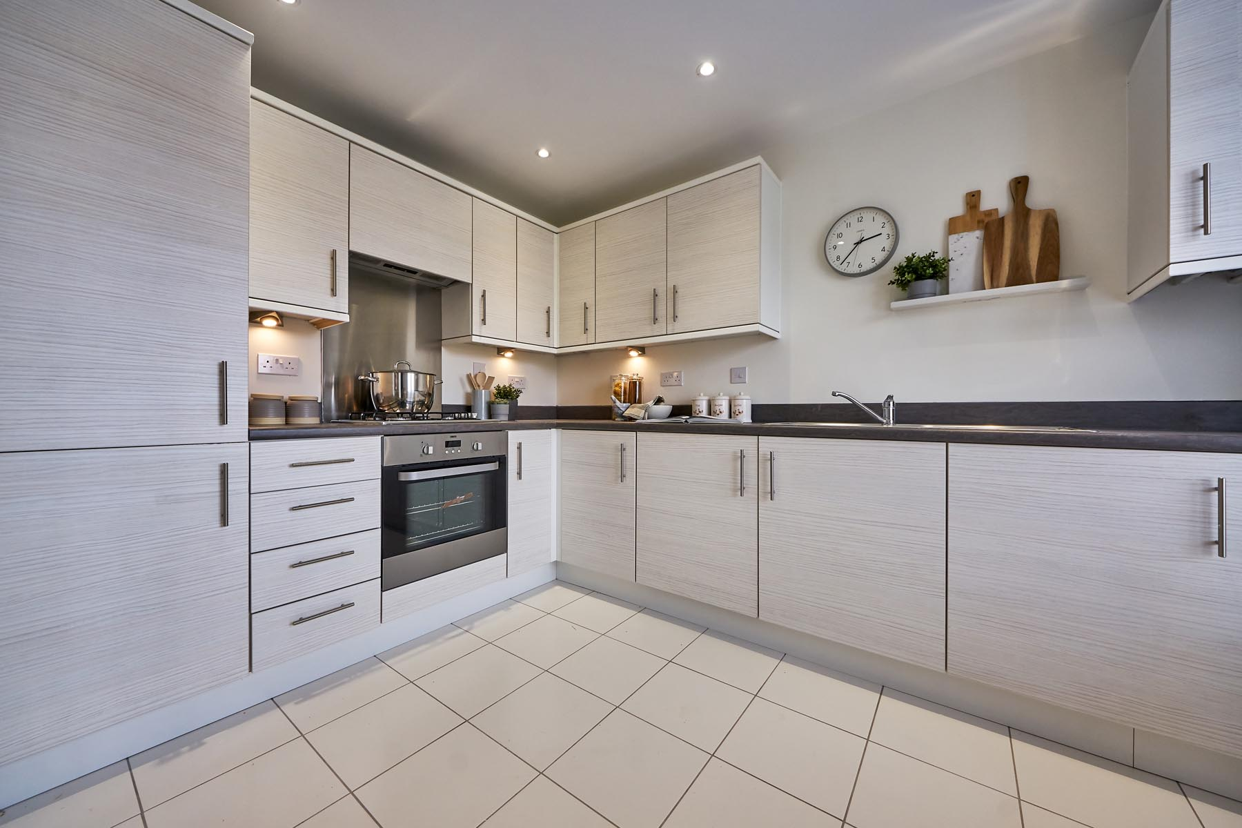 TW Exeter - Buckingham Heights - Flatford example kitchen