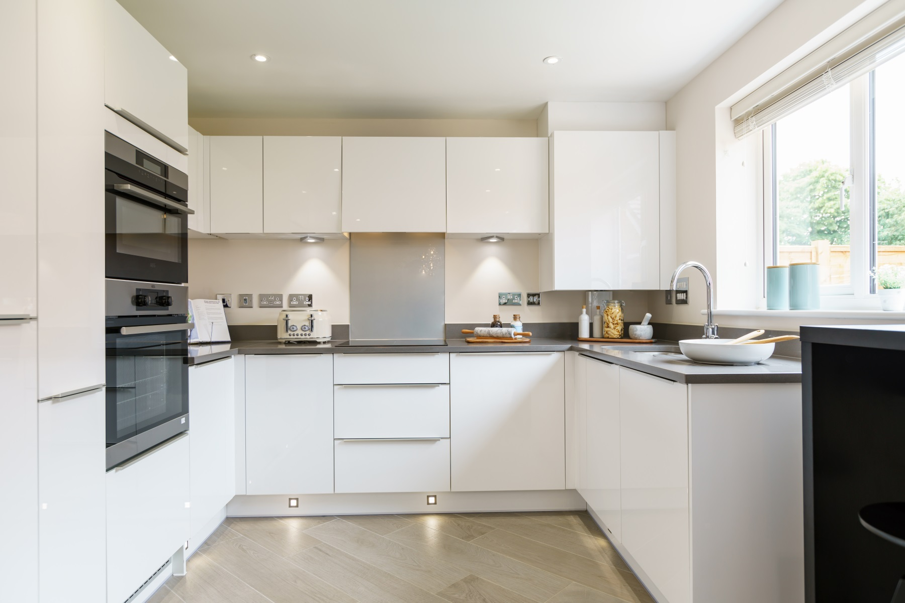 TW Exeter - Buckingham Heights - Huxford example kitchen