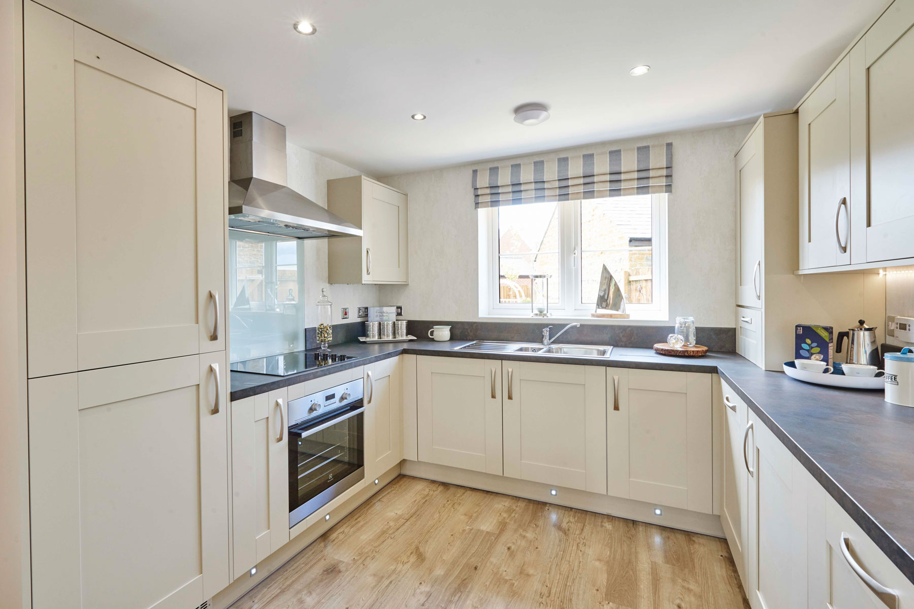 TW Exeter - Chy An Dowr - Yewdale example kitchen