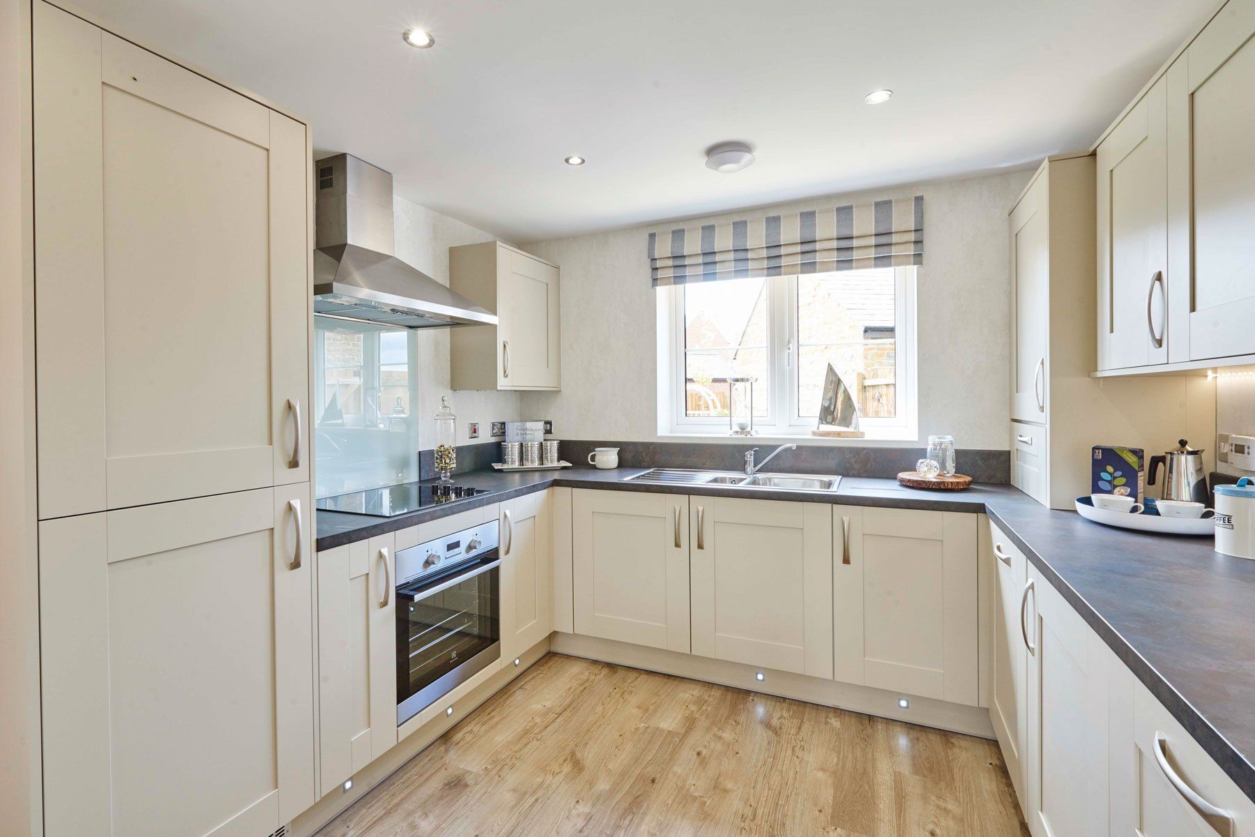 Taylor Wimpey Exeter - Cranbrook - Yewdale example kitchen