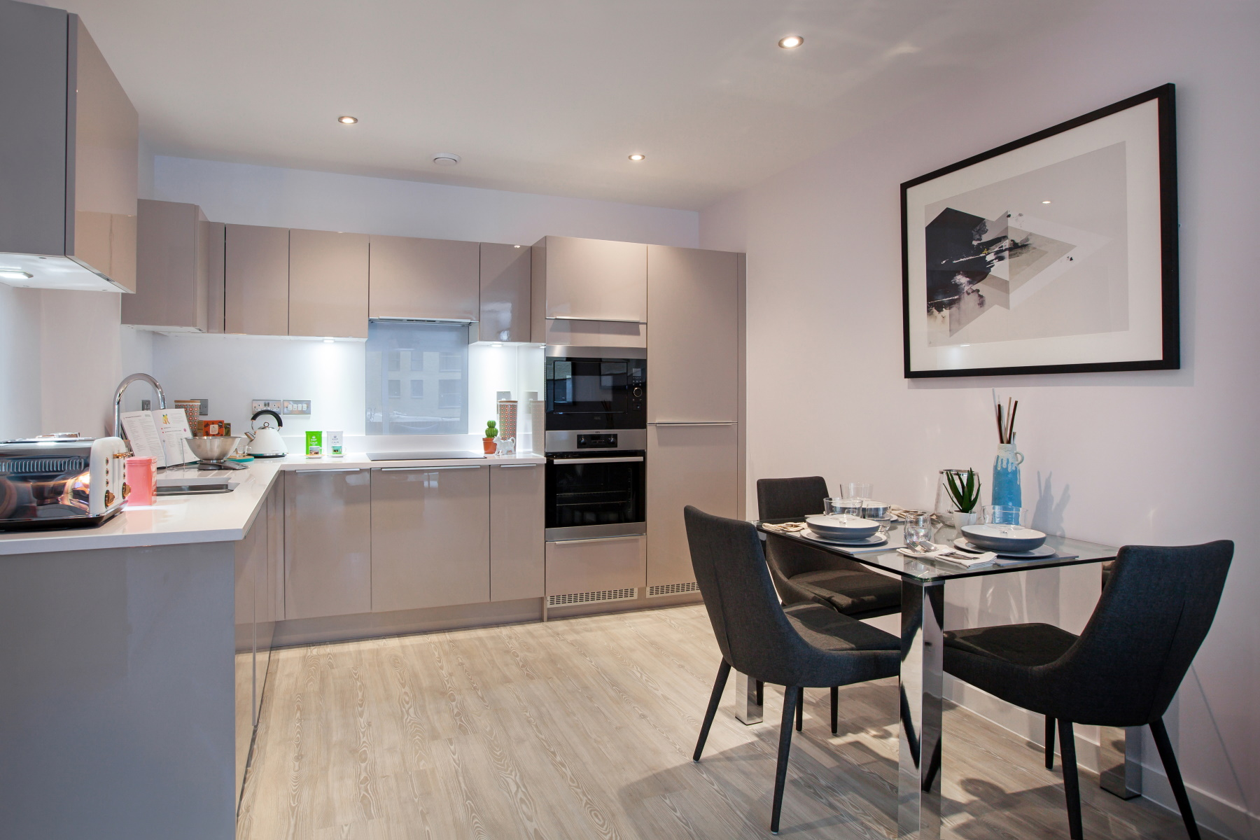 TW Exeter - Mountbatten Mews - Oaklea House example kitchen 2
