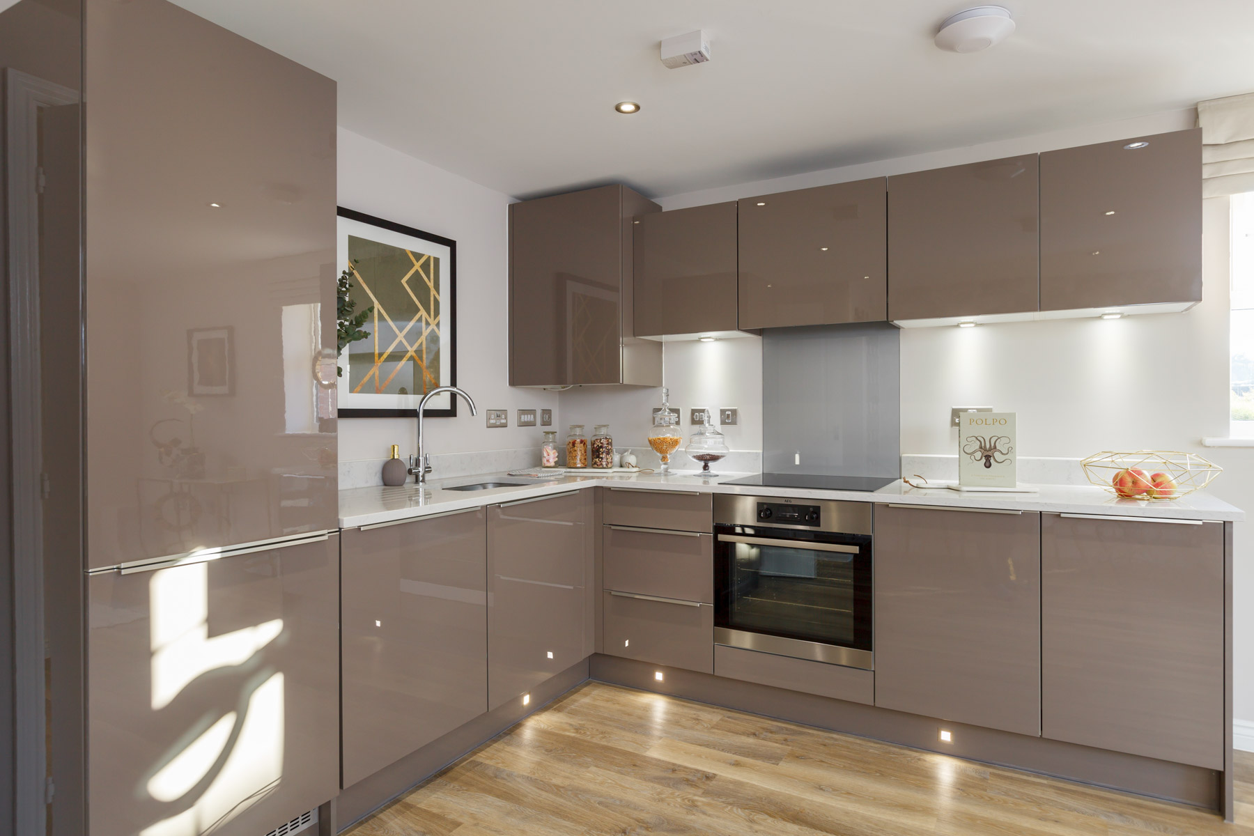 TW Exeter - Mountbatten Mews - Oaklea House example kitchen