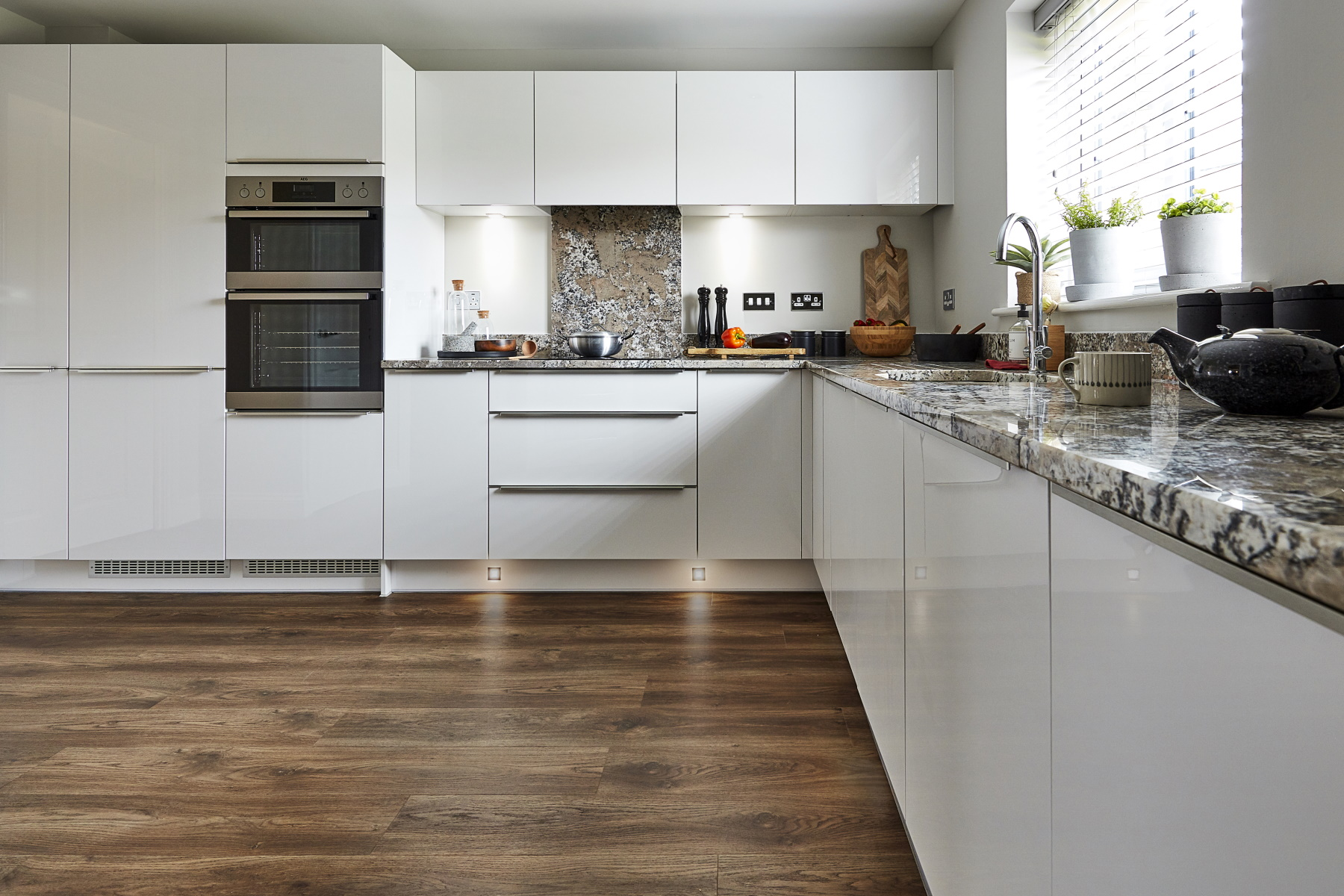 TW Exeter - Sherford - Maple example kitchen