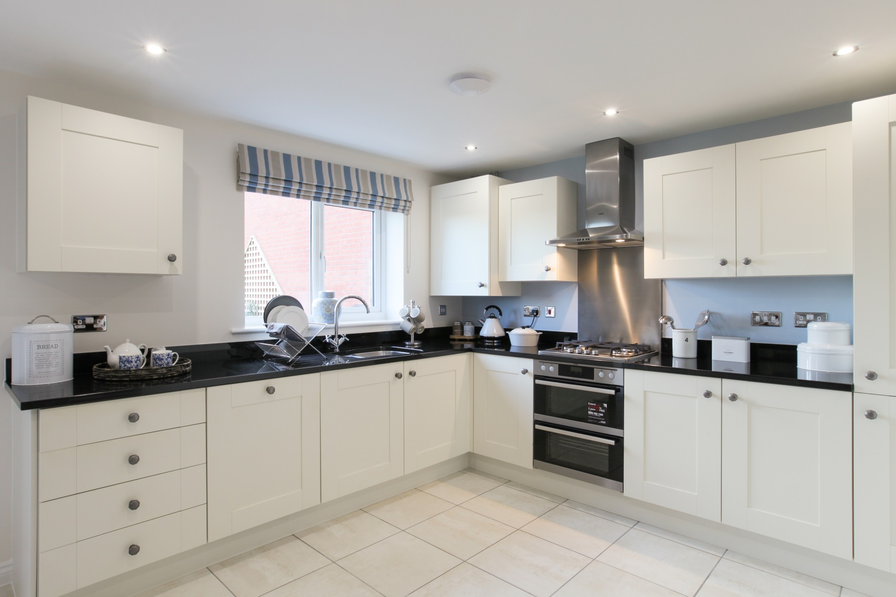 TW Exeter - Sherford - The Redwood example kitchen