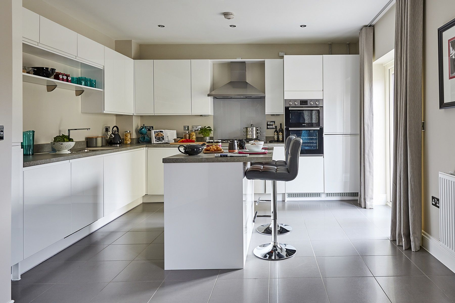 TW Exeter - Sherford - Redwood Show home kitchen 2