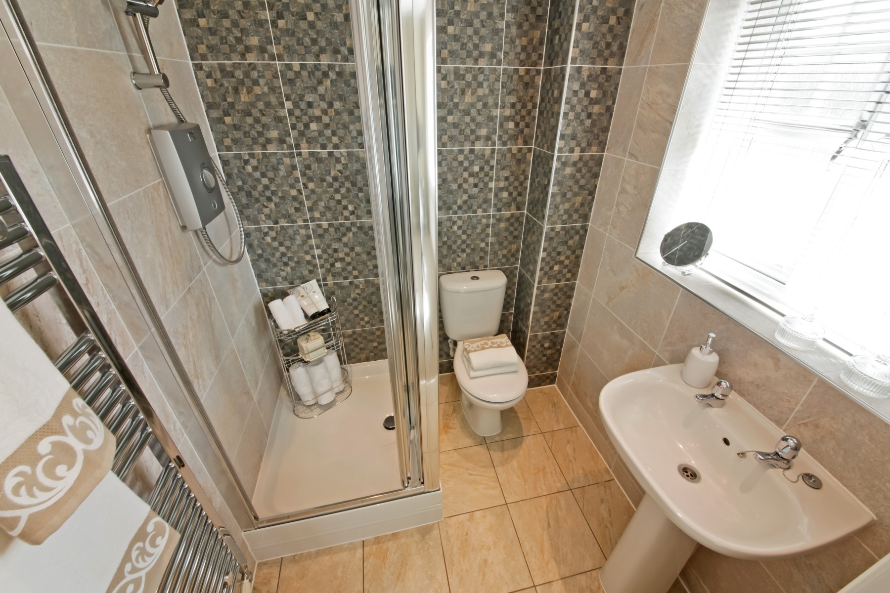 Halliford Ensuite to Master