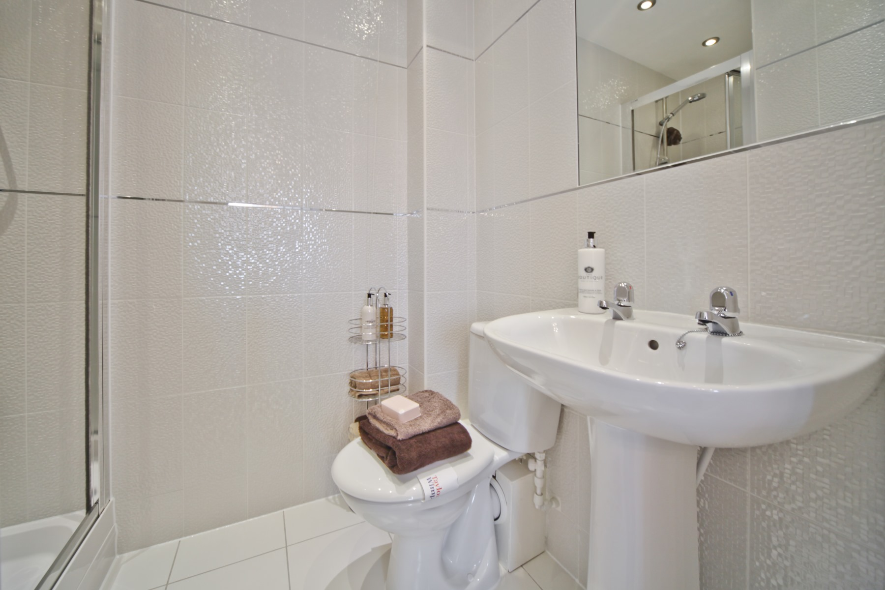 Knutsford Showhome - Ensuite to Master Bedroom