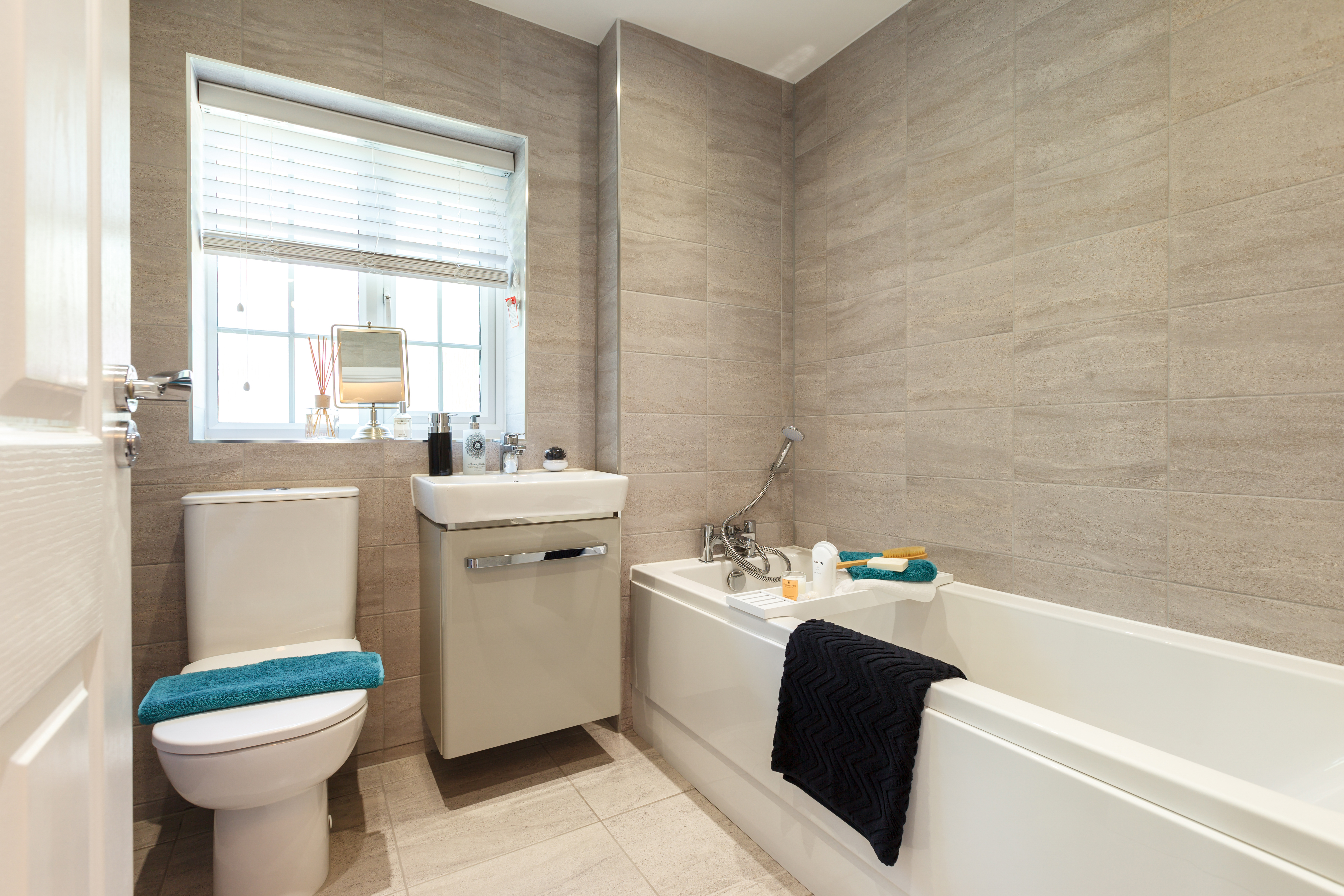 TW_YO_Hunloke Grove_Kentdale_Bathroom (1)