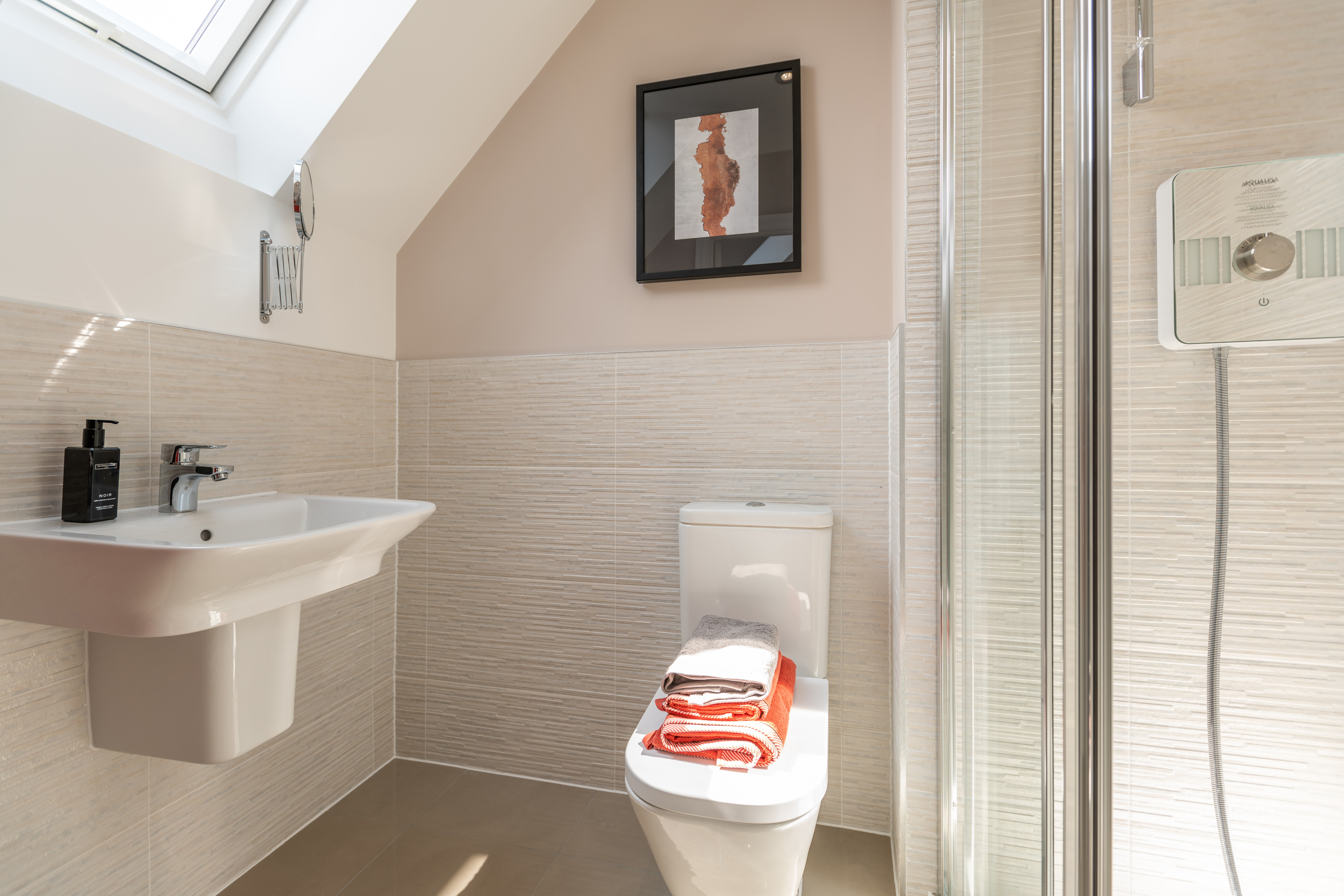 TW NT_Oaklands_PB33_Crofton_Ensuite