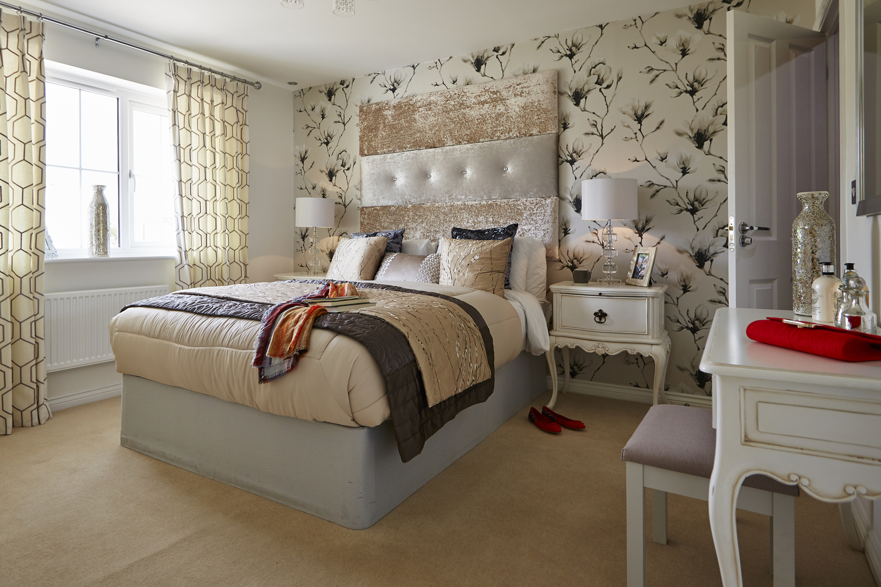 tw_swales_kingsmead_caerphilly_pa44_midford_master_bedroom