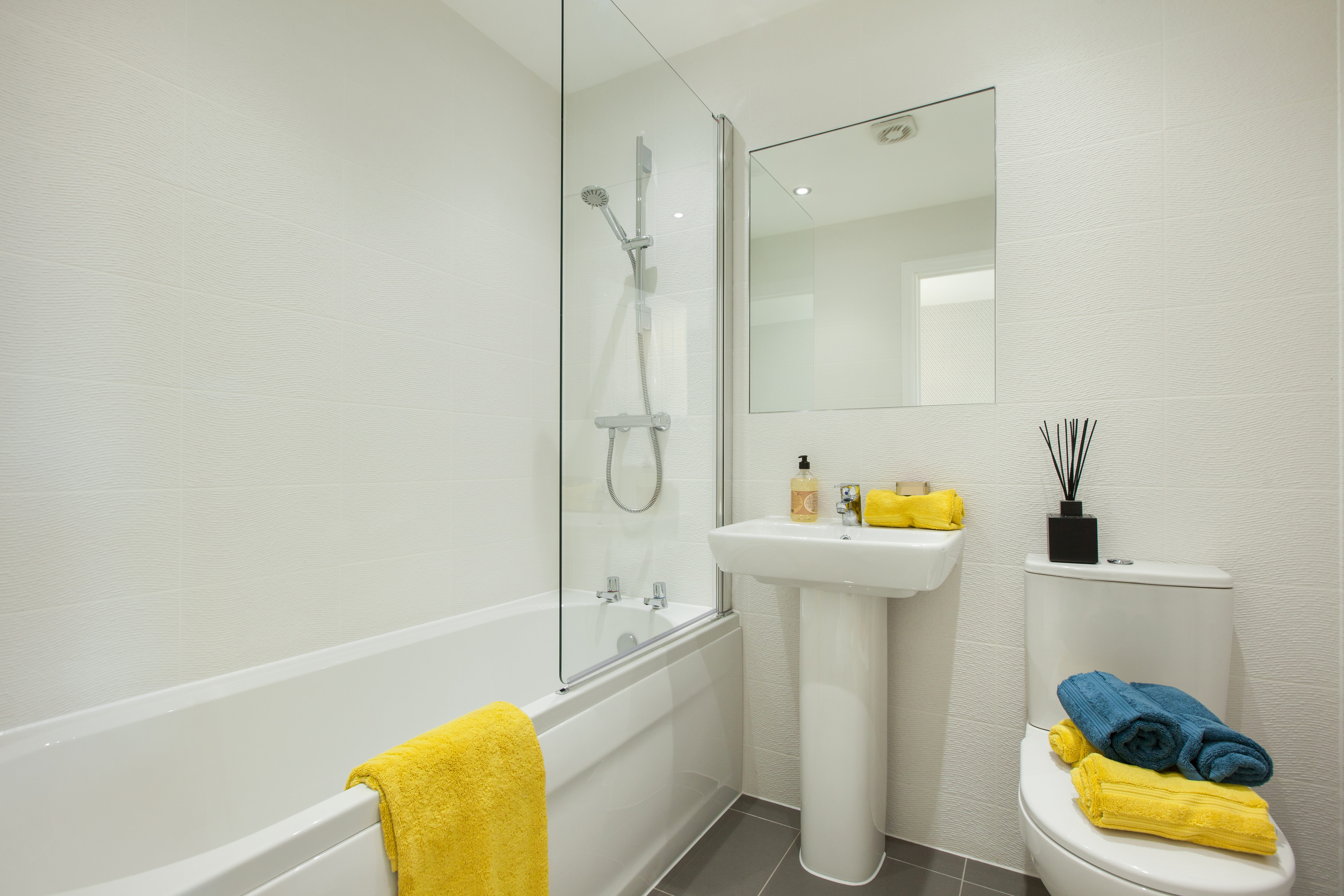 TW NM_Isobel Gardens_PA41_Kempsford_Bathroom 1