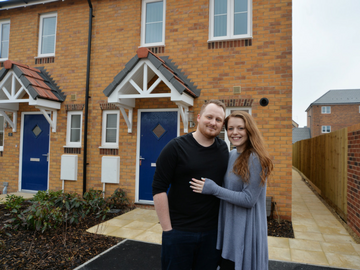 NEWS - TWOX - Home buying made easy for Didcot couple