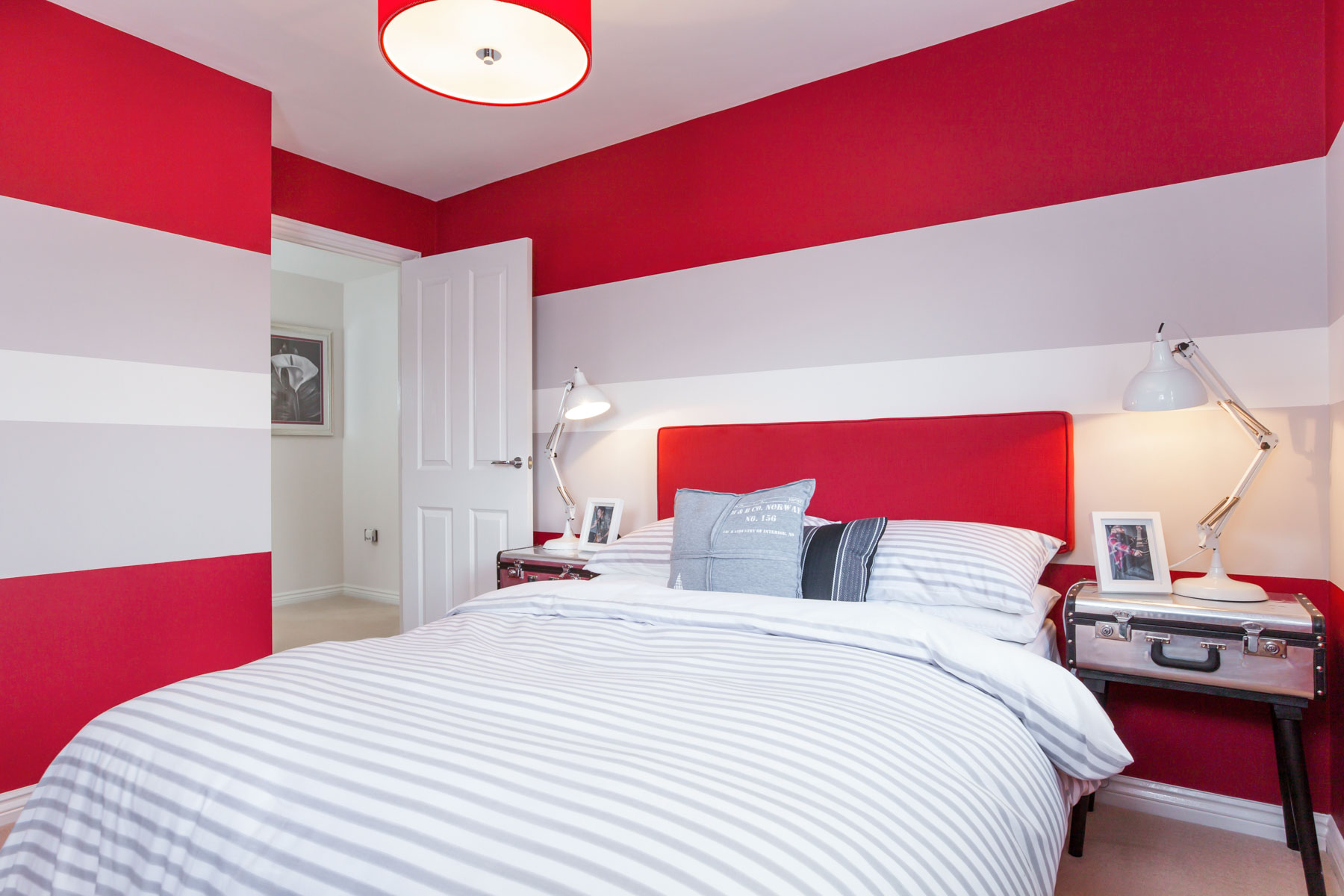 Red Bedroom - 17