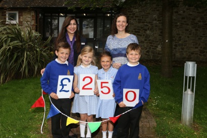 Taylor Wimpey - donation to Aldington Primary School summer fete (1)