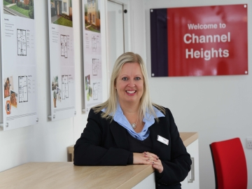 SW - Taylor Wimpey - Sales Exec Emma Pike 3 - website