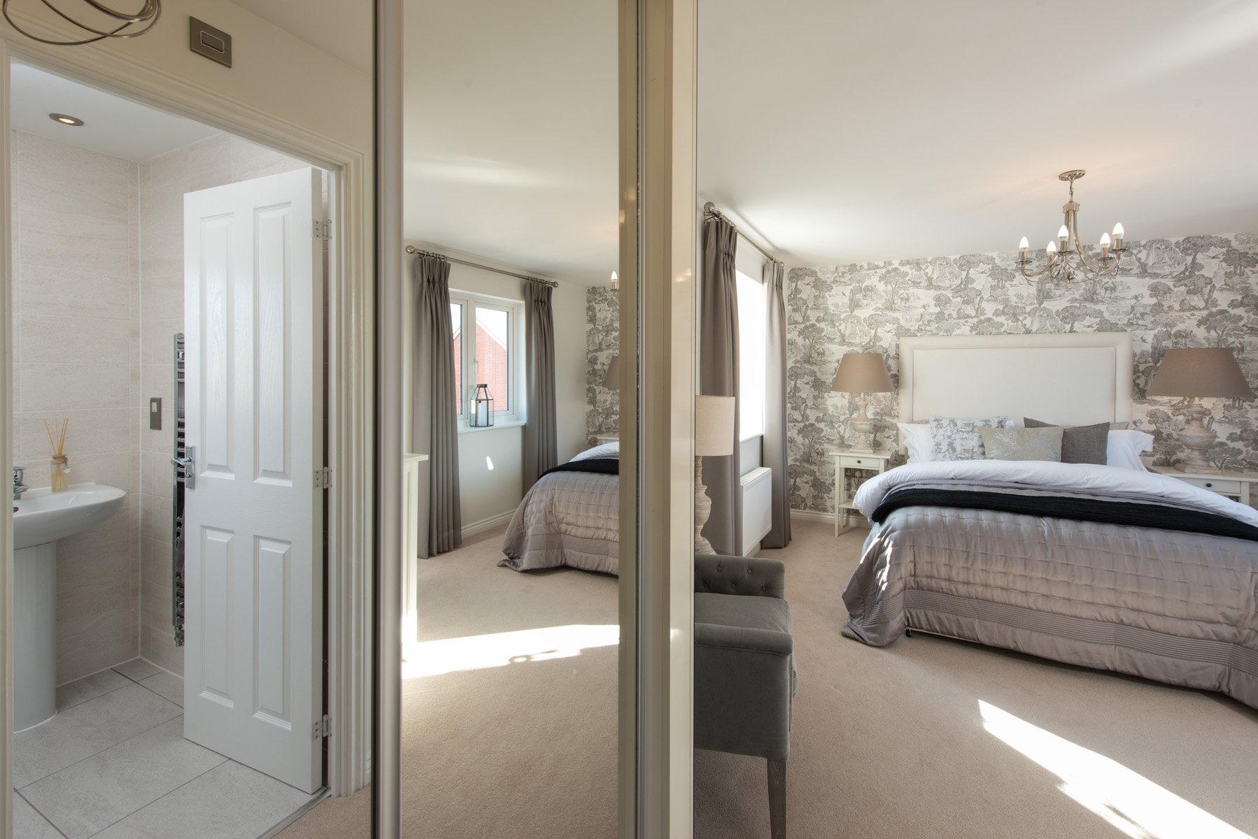 master bedroom showing en suite