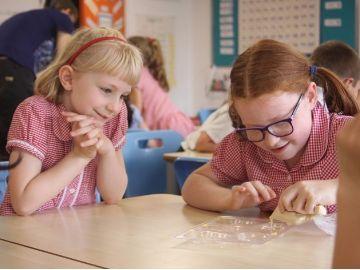 TWWL - Children at Reading Schools receive visit from Chocolatier