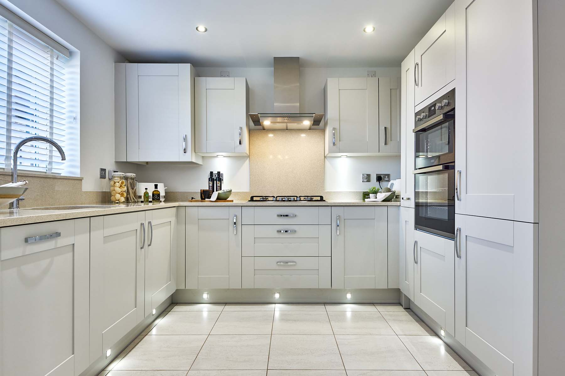 Kitchen straight on - TW-Burleyfields-ShelfordSH-photography-08