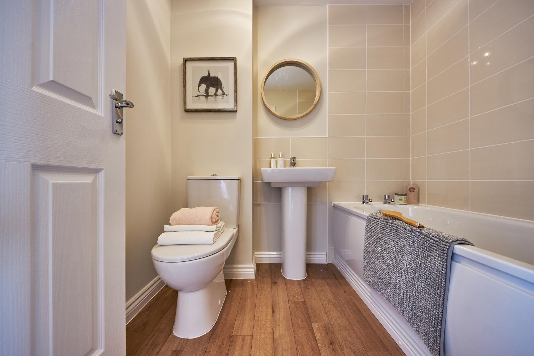 Fallows Heath Flatord main bathroom -photography-Nov19-20