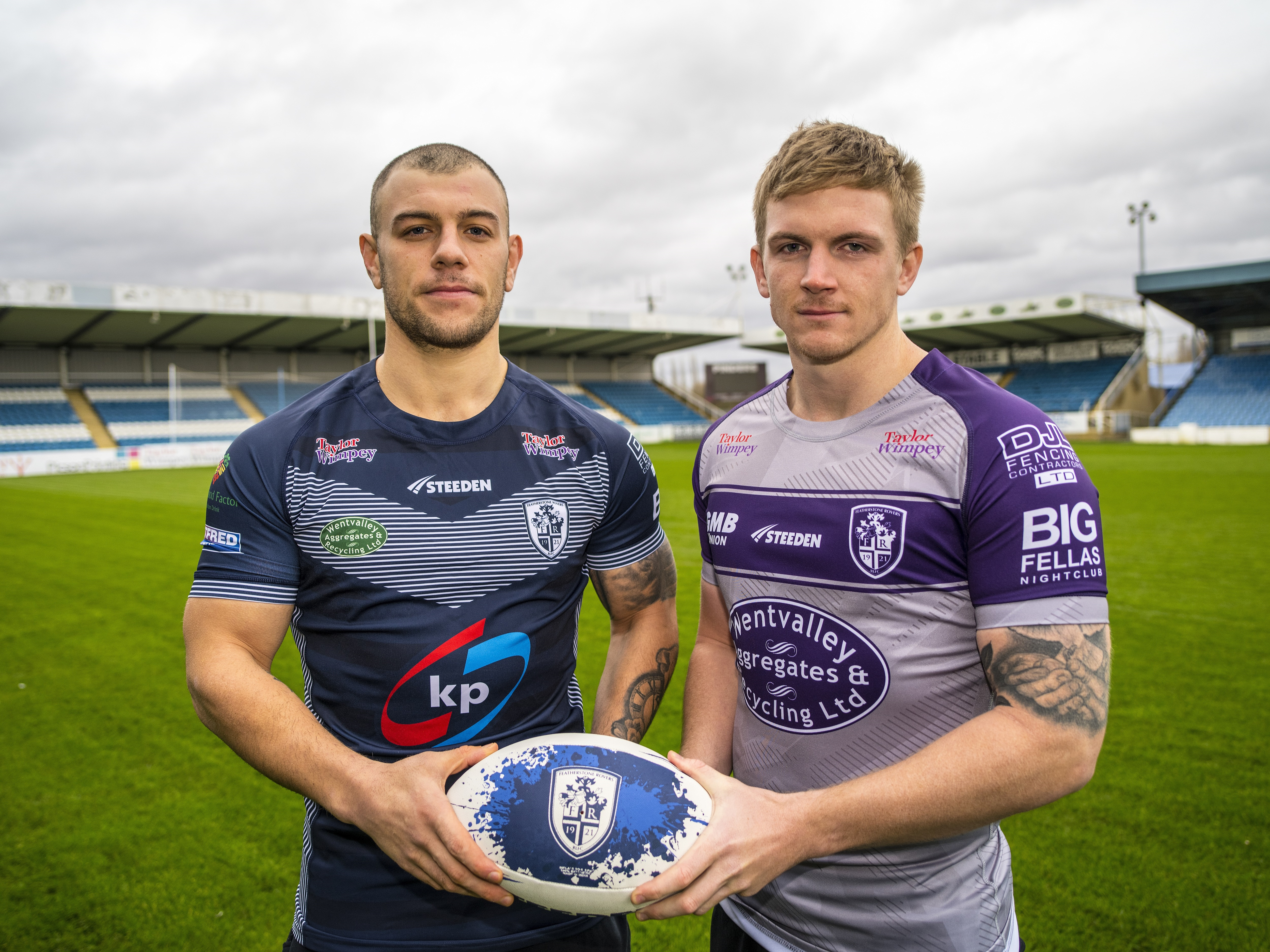 Featherstone Rovers all kitted out thanks to Taylor Wimpey donation (1)