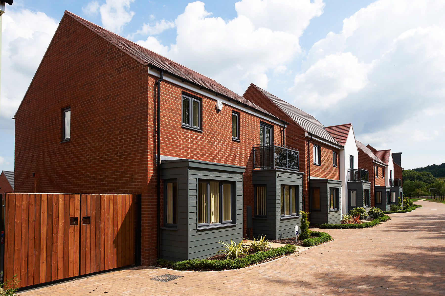 Taylor-Wimpey-Exterior-Street-Scene-Lawley59