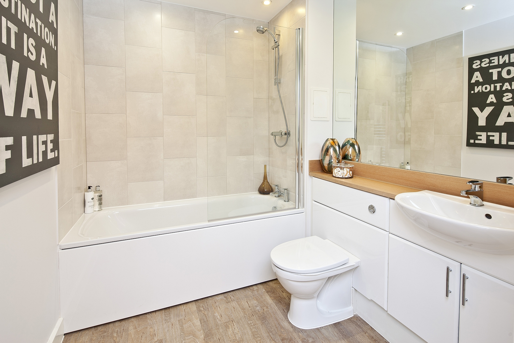 1 bed - bathroom