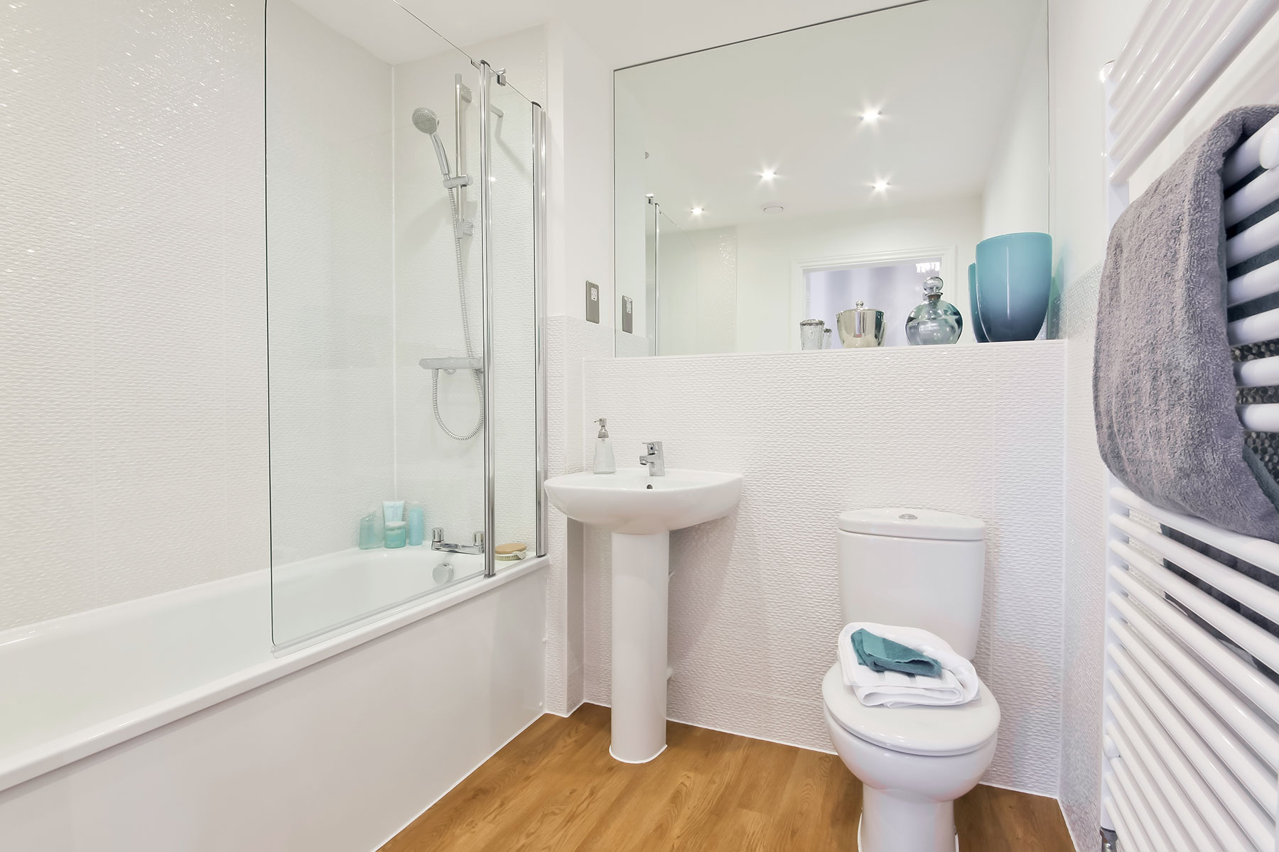 Taylor Wimpey - typical family bathroom