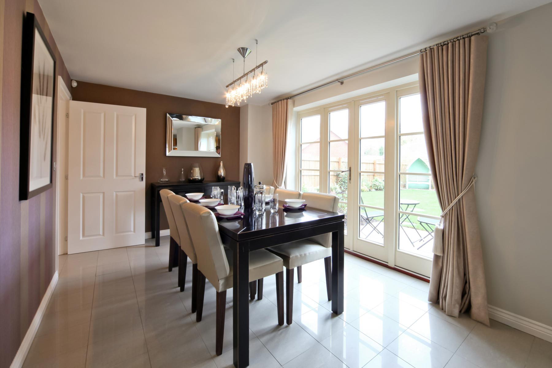 Taylor Wimpey - Typical dining room