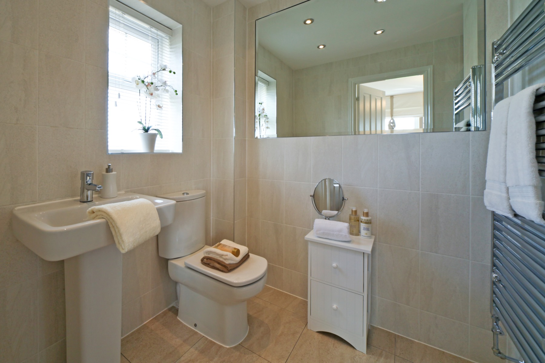 Eynsham Showhome Ensuite to Master Bedroom